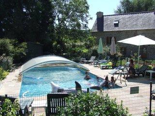 Three cottages, 8 bedrooms,8 bathrooms, sleep 16+3 - St Servant vacation rentals