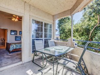 Lakefront condo w/ lake views, shared pool, hot tub & more - nearby beach access - Lago Vista vacation rentals