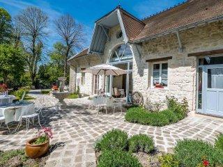 Le Relais de la Licorne, Maison d'hôtes de charme - Presles vacation rentals
