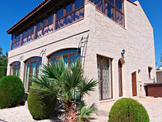 Coral Bay - 2/3 Bed Villa - 5 Mins Walk to Beach - Peyia vacation rentals