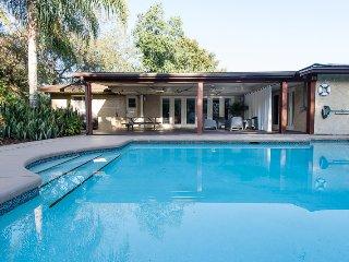 Comfortable 2 bedroom Orlando House with Deck - Orlando vacation rentals