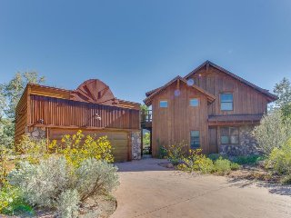 Custom-built home w/ fireplace, views, private sun deck - great for stargazing! - Moab vacation rentals