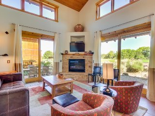 Enjoy amazing views and essentials from this wonderful home w/ private hot tub - Moab vacation rentals