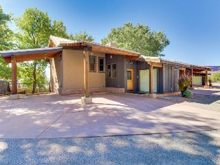 Vibrant condo w/ a shared pool & hot tub, quick access to national parks & town! - Moab vacation rentals