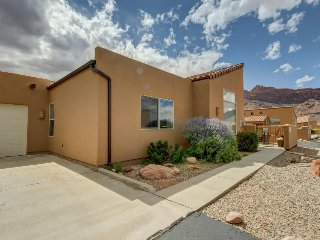 Dog-friendly townhome w/ spectacular views, seasonal shared pool & hot tub! - Moab vacation rentals