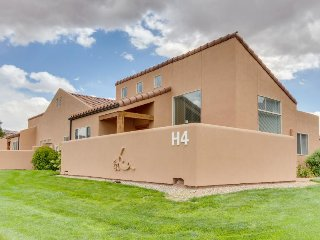 Bright, spacious townhome w/ seasonal pool & hot tub near downtown! - Moab vacation rentals