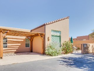 Delightful desert townhome w/ shared seasonal pool & hot tub - close to town! - Moab vacation rentals
