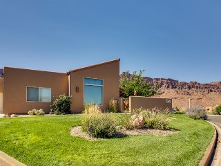 Beautiful mountain views w/ shared seasonal pool and hot tub, dogs okay! - Moab vacation rentals