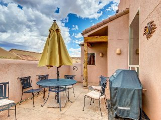 Contemporary Southwest home w/seasonal shared pool/hot tub & tennis courts - Moab vacation rentals