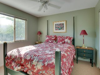 Enjoy beautiful red-rock vistas, a seasonal pool, & more! - Moab vacation rentals