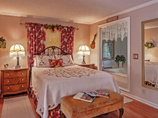 1 Bed Dollhouse-Kitchen, Jacuzzi, WiFi & More! - Nashville vacation rentals
