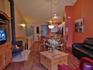 Comfortable 2 bedroom Lac Delage Condo with Internet Access - Lac Delage vacation rentals