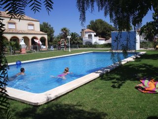 Charming Miami Platja vacation House with Shared Outdoor Pool - Miami Platja vacation rentals