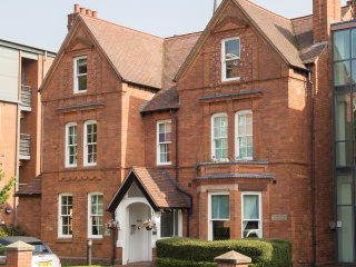 The Emerald Suite, Luxury Studio, Birmingham UK - Birmingham vacation rentals