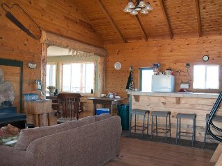 Spacious cabin-style home w/ panoramic views - lots of privacy, near attractions - La Sal vacation rentals