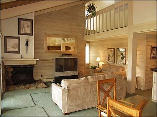 5 minutes from the lifts via shuttle - Snowmass Mountain Condominiums (3074) - Snowmass Village vacation rentals