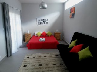 Gorgeous 1 bedroom Apartment in Talatamaty with Housekeeping Included - Talatamaty vacation rentals