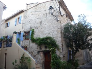 Perfect 2 bedroom Gite in Bize-Minervois with Washing Machine - Bize-Minervois vacation rentals