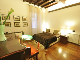 Trevi Fountain 1,2 bedrooms 2 bathrooms,very quiet - Rome vacation rentals