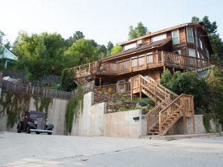 Cozy 3 bedroom Deadwood House with Deck - Deadwood vacation rentals