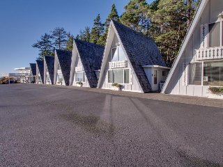 Oceanfront, dog-friendly chalet w/ beach access and amazing views - Otter Rock vacation rentals