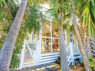 Going Coastal: 3Bdrm, Sleeps 12, Steps To Beach! - Destin vacation rentals