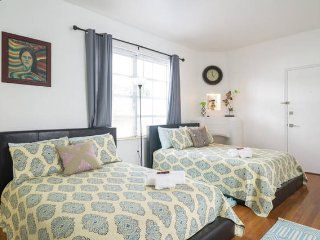1 Bedroom 3 full size beds...South Beach - Miami Beach vacation rentals