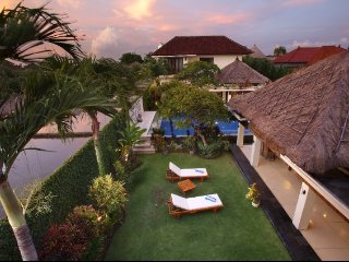 Spacious villa *Yoga/family/friends *up to 16 ppl - Kuta vacation rentals