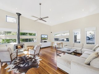 Charming 4 bedroom House in Kincumber - Kincumber vacation rentals