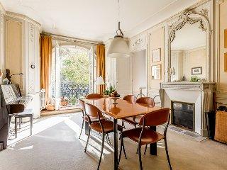 Amazing Parisian Apartment for 4 - Les Invalides - Paris vacation rentals