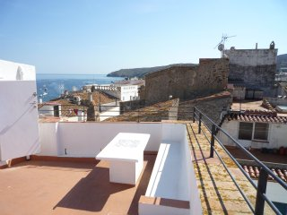 Bright Condo with Internet Access and A/C - Cadaques vacation rentals