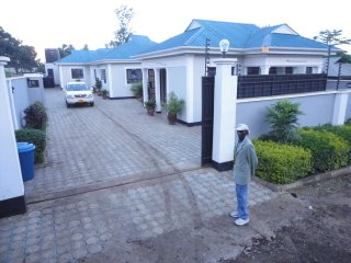 Spacious 7 bedroom Arusha Condo with Internet Access - Arusha vacation rentals