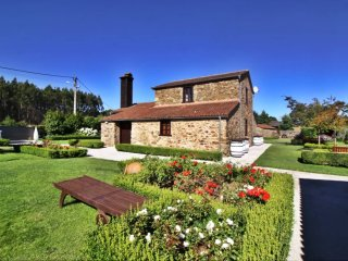 Stunning stone house with heated swimming pool in idyllic environment - Boimorto vacation rentals