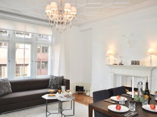NEW! MOST CENTRAL! LUXURY! HUGE! 2BED, COVENT GARDEN, 3 min to subway station!! - London vacation rentals