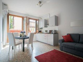 Appartamento Venier - One bedroom apartment facing the Guggenheim's gardens - Venice vacation rentals