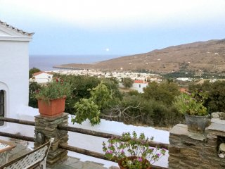 Well-appointed, 4-bedroom house in sunny Ypsila featuring a furnished terrace – 4.5km from the sea! - Andros Town vacation rentals
