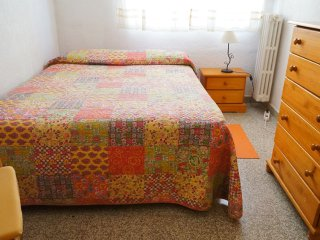CENTRAL! Opposite Centre of Modern Languages!! Double Bed - Granada vacation rentals