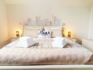 Luxury 2 bedroom apartment with garden (5) - Desenzano Del Garda vacation rentals