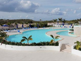 MAHO ROMANCE... lovely affordable condo with private Jacuzzi!  Short walk to - Maho vacation rentals