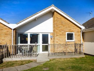 NUMBER 16, all ground floor, on-site facilities inc. indoor heated pool, in Corton, Ref 946604 - Corton vacation rentals