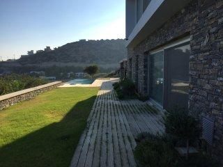 Bright 4 bedroom Ferma Villa with Deck - Ferma vacation rentals