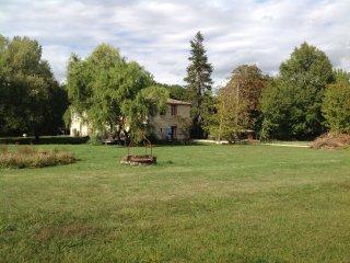 Maison de caractère dans parc paysager - Castelnau-Montratier vacation rentals