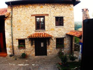 Cottage near the Atlantic sea and the mountains. - Quijas vacation rentals