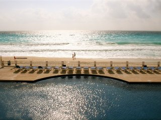 4 Bedroom Apt. Ocean front Property - Cancun vacation rentals