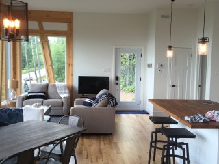 Bright 3 bedroom House in Saint-Irenee with Deck - Saint-Irenee vacation rentals