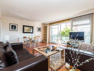 Luxury 2 Bedroom Flat with Balcony in Paddington - London vacation rentals