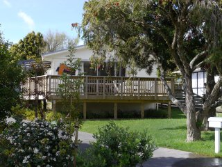 Comfortable 3 bedroom Snells Beach House with Internet Access - Snells Beach vacation rentals