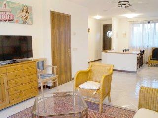 Nice 4 bedroom Lignano Sabbiadoro House with A/C - Lignano Sabbiadoro vacation rentals