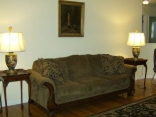 Furnished 3-Bedroom Home at N Columbine Dr & E Cree Ln Mount Prospect - Mount Prospect vacation rentals