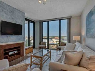 Recently updated spacious unit at Enclave and only steps to the beach!-Sleeps 4 - Destin vacation rentals